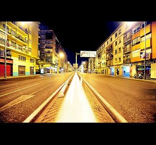 La calle desierta, noche ideal ...