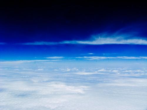 天在天边,云在云上
