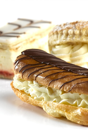 d-chocolate-eclaire