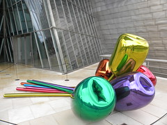 Bilbao, Spain (JasonParis) Tags: sculpture art museum architecture spain tulips gehry bilbao guggenheim basquecountry jeffkoons frankogehry guggenheimmuseum biscay