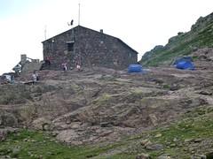 Arrivée à Ciottulu di I Mori : les tentes et le refuge