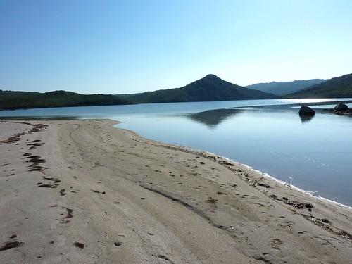 Arrivée à la plage de Balistra : l'étang de Balistra