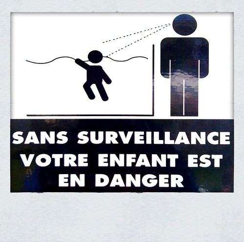 French for: You are in danger of being attacked by a giant with laser eyes