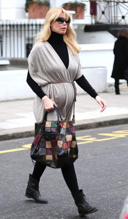 Pregnant Claudia Schiffer