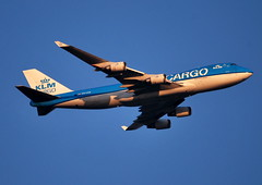 Late evening arrival of KLM Cargo Boeing 747 (PH-CKB) at 3.196ft from Hong Kong / Sharjah (PictureJohn64) Tags: china sunset netherlands dutch amsterdam plane airplane evening flying airport nikon aircraft aviation united royal sigma cargo apo hong kong emirates arab commercial late boeing arri