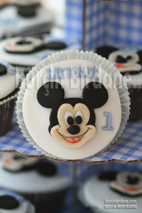Mickey Cupcake 1