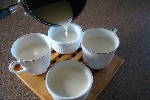 pouring panna cotta
