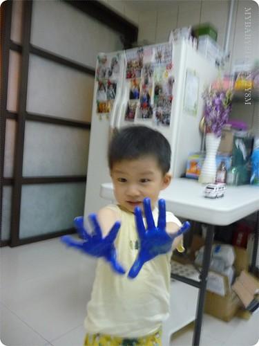 2Y8M第一次在家「玩」水彩 (1)