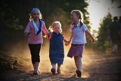 Some kids in Aihki... (Timo Vehvilinen) Tags: light sunset summer sun kids children dof scout dust scouting kes leiri auringonlasku vastavalo ply kesleiri partio jmijrvi piirileiri aihki ppa rakennusleiri raksaleiri pkaupunkiseudunpartiolaiset