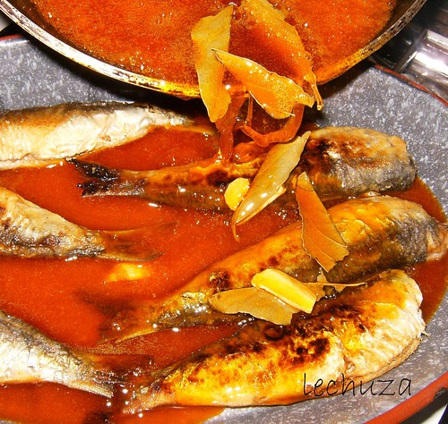 Sardinas-verter salsa