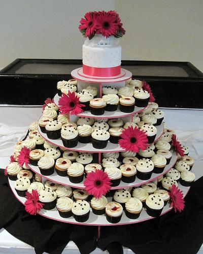 wedding cupcake towers by Cupcakeology