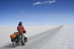 Heading into a gale on the salar (Pikes On Bikes) Tags: storm bike america cycling south bolivia gale altiplano potosi salardeuyuni cycletouring americadelsur hoteldesal pikesonbikes