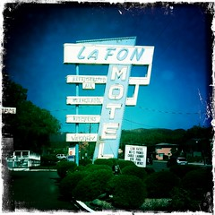 La Fon Motel (Hipstamatic) (TooMuchFire) Tags: signs typography colorado neon signage johns neonsigns motels mobilephonephotos cellphonepics manitousprings iphone oldsigns vintagesigns cellphonephotos motelsigns oldmotelsigns oldneonsigns iphonepics iphonetography iphonephotos johnslens lafonmotel iphontography iphoneography iphone3gs iphoneographie hipstamatic kodotverichrome