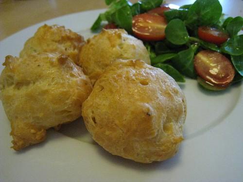 gougeres-salade