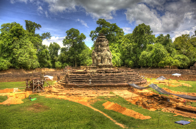 Angkor Wat Circle Temple HDR