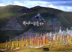 Lhagang ,  Om Mani Peme Hung (reurinkjan) Tags: tibet  2009 janreurink tibetanplateaubtogang kham dardocounty lhagong zharalhatse5820m19094ft ommanipemehung  sacredmountainsoftibet lhaganggompa minyaglhagangyongdzograbgilhakangtongdrolsamdribling chortenmchodrten buddhism nyingmapasherda prayerflagsonstaff prayerflag  lungta  mywinners tibetanlandscape