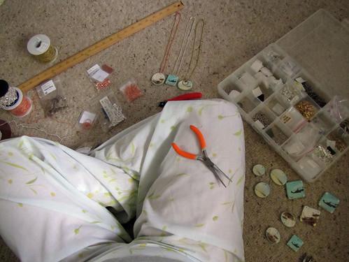 Assembling jewelry