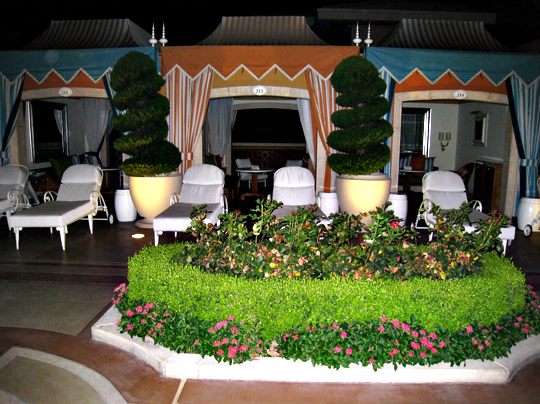 Wynn poolside bungalows at night
