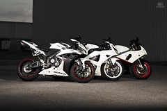 Group shot: cbr 600rr, cbr 929rr, gsxr 750 (dkfx photography) Tags: sky white clouds canon honda redwheels motorcycle sportbike todd suzuki whiteknight gsxr cbr crotchrocket 750 600rr offcameraflash 1dmk2n 929rr strobist 300ws steveedmonds dkfx