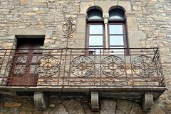Ainsa -  Balcó (2) (Ramon Oromí Farré @sobreelterreny) Tags: ainsa sobrarbe huesca osca aragó aragón calbenido calbenidoorg ventanas finestres balcons balcones reixes rejas ferro hierro forja balcó balcón balcony balcone barana barandilla baranda railing