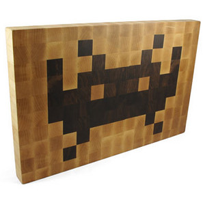 a7cf_space_invaders_cutting_board