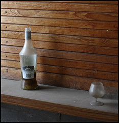 Licor del tiempo (Zagato Burela) Tags: classic bar canon playa viejo copa anis lugar abandono picon abandonado abandonados suciedad licor sucio clasicos