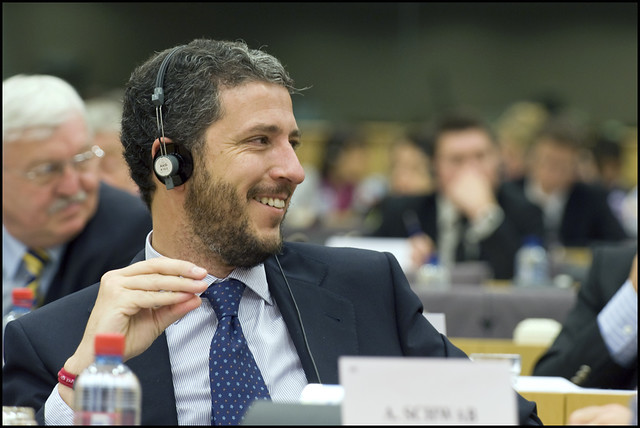 EU trust label and simpler rules for e-trading by European Parliament