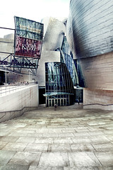 Museo Guggenheim Bilbao (Irene Miranda) Tags: museum architecture stairs frank arquitectura gehry bilbao entrada guggenheim irene museo miranda euskadi entry escaleras