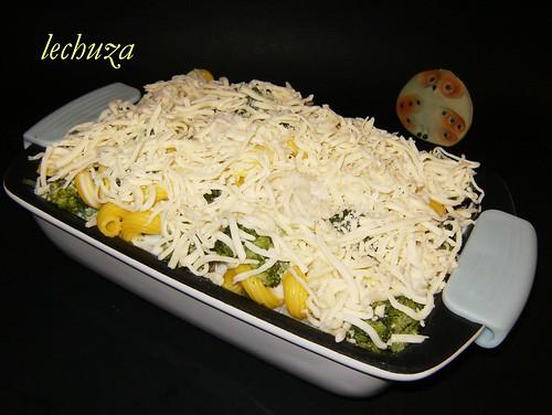 Gratinado pasta y brecol-poner queso rallado