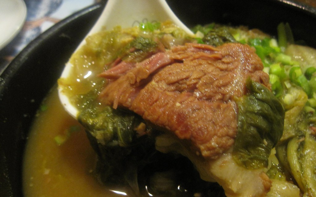 korea soup house - short ribs from a bowl of woogeoji galbitang