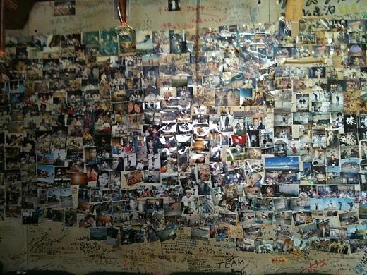 留萌の無料宿泊施設「ミツバチハウス」の壁
