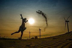 剪影 (bibi.barbie) Tags: sunset taiwan silhouettes 夕陽 剪影 雲彩 彰濱 彰化縣 nikond80 夕陽剪影