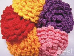 Flores coloridas para Luciana (erika.tricroche) Tags: flowers red orange flores flower rose yellow blog broche purple laranja crochet rosa vermelho amarelo pap roxo croche receita aplique ekt encomenda freepattern acessorio flordecroche floresdecroche erikatricroche lucianaalvess