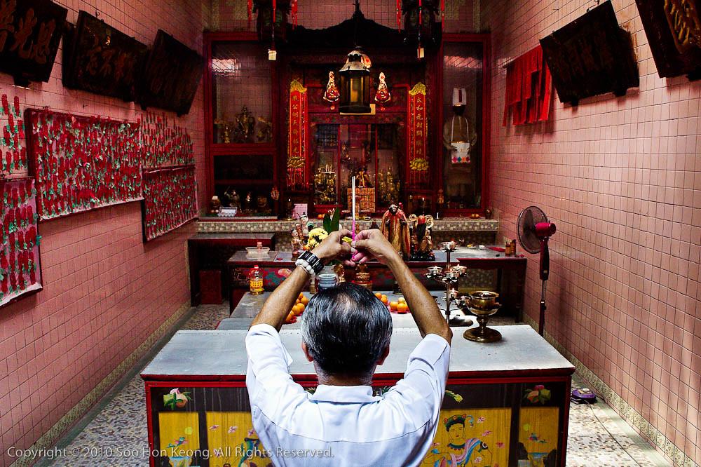 Pray @ Sin Sze Si Ya Temple, KL, Malaysia