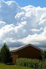 bómullar ský (Heiðbrá) Tags: blue red sky white house tree green leaves yellow clouds canon gras rautt rauður blár grænn 1000d heiðbrá