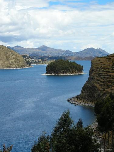 Vista desde la Isla del Sol: Península de Yampupata e Isla Chelleca por David Baggins, en Flickr