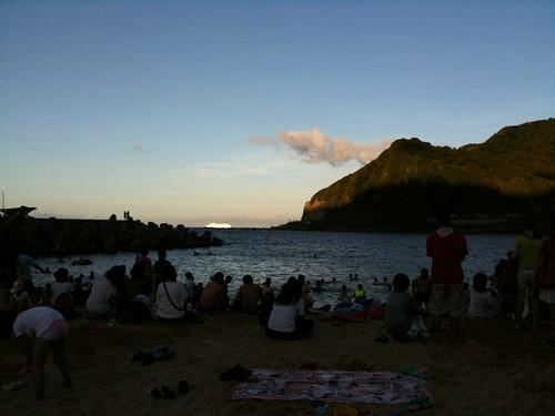 海灘上好多人