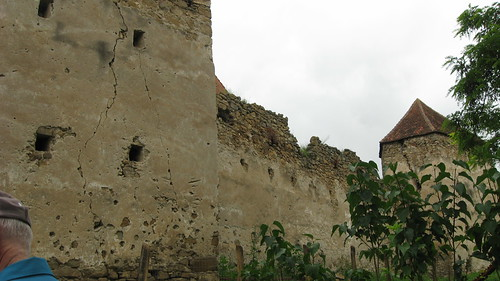 fortified walls around Arkos church
