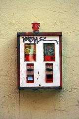 Kaugummiautomat 0002 (GZZT) Tags: berlin coffee germany de deutschland kaffee gwb kaugummiautomat becher 030 guesswhereberlin gzzt