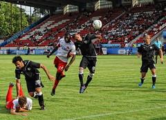 The 2:0 is in the air! (Batram) Tags: berg fight fussball stadium soccer thessaloniki stadion offenbach paok ofc kickers saloniki kopfball θεσσαλονίκη bieberer olivieroccean παοκ