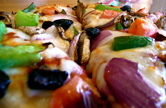 pizza hut toppings - NOM! (Scorpions and Centaurs) Tags: food vegetables cheese mushrooms restaurant yummy italian colorado eating tomatoes fortcollins pizza onions delicious eat meal vegetarian dining nosh veggie pizzahut ftcollins greenpeppers meltedcheese blackolives pizzapie panpizza