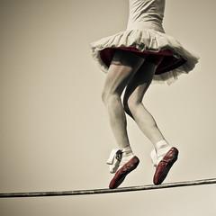 Equilibrio (mireia_mim) Tags: circo barra tutu bailarina 2010 equilibrio circ labisbal ltytr1 latiti firadecirc borisribas equilibrrista circolos cabareparodia
