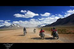 More Plains - Himalayan range Ladakh (Arvind Manjunath) Tags: india canon himalaya polarizer incredible leh himalayas ladakh cpl 2010 hoya royalenfield canonefs1785mmf456isusm incredibleindia 40d canon40d mooreplains arvindmanjunath img12461