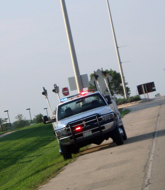 county office illinois il management agency disaster vehicle service kanecounty kane emergency oem esda managment northauroradays kanecountyofficeemergencymanagment 9171lightingutilityvehicle2001dodgeram3500v8magnum4x4benefits4x4utilityboxeslightingchainsaws25trafficcones8detoursigns30minuteflares20minutefuses4rollsofcautiontapecapabilities12 000wattsoflighting135kwgenerator2 000wattsofadditionaltripodlighting