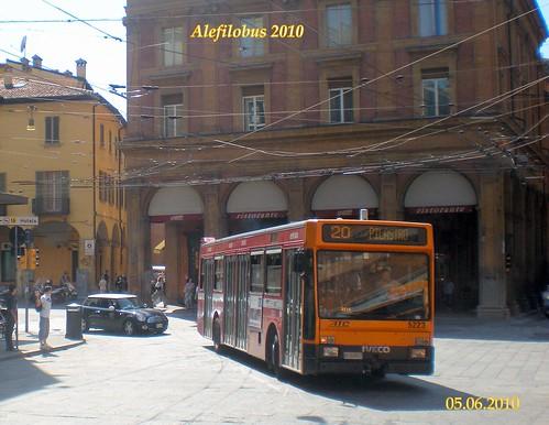 Bologna autobus Iveco480 TurboCity n° 5223 in via U.Bassi - linea 20 ..con video! :-)