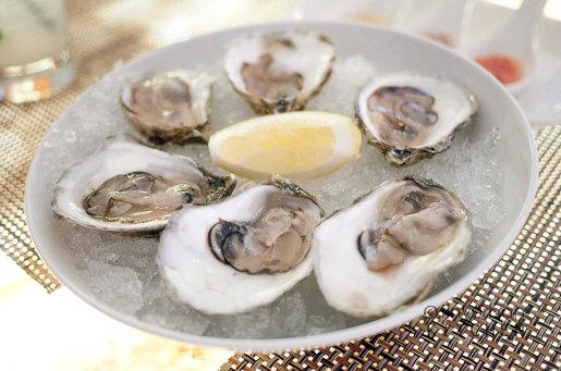 $1 Monday Oysters (Duxbury) Rialto Bar