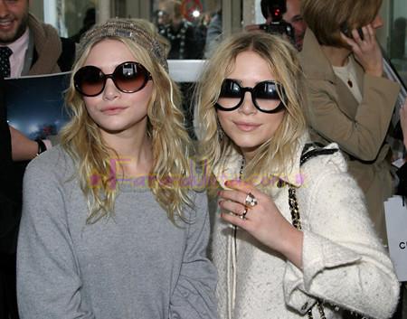 olsen-twins-paris-fashion-week-chanel