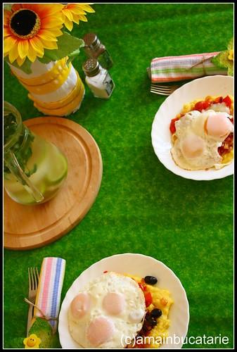 Articole culinare : Oua ochiuri cu legume si mamaliguta