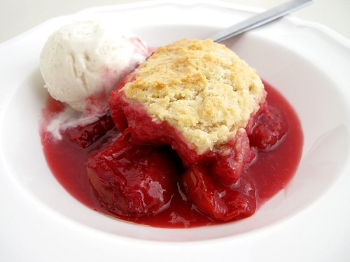 cobbler with ice cream