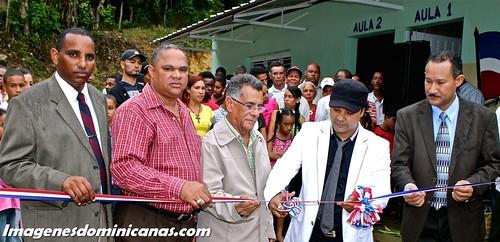 Zacarias Ferreiras inaugura escuela en Moca